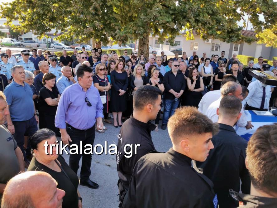 khdeia gkamplionhs alexandros 10 - Σπαραγμός στην κηδεία του 25χρονου Τρικαλινού αστυνομικού