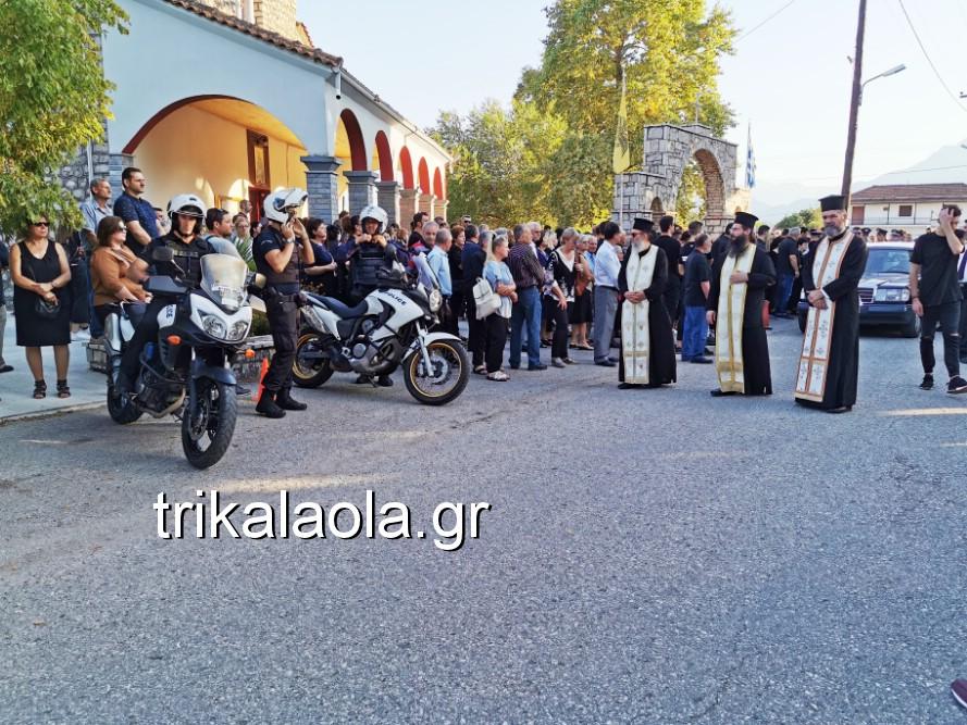 khdeia gkamplionhs alexandros 11 - Σπαραγμός στην κηδεία του 25χρονου Τρικαλινού αστυνομικού