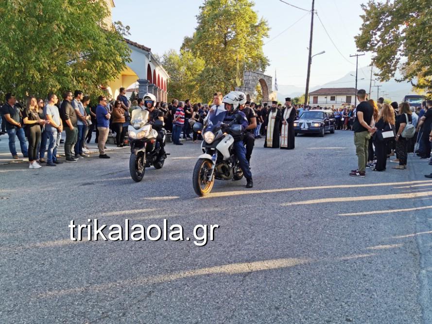 khdeia gkamplionhs alexandros 12 - Σπαραγμός στην κηδεία του 25χρονου Τρικαλινού αστυνομικού