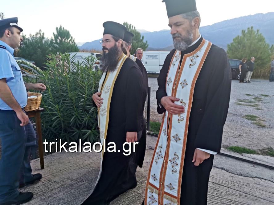 khdeia gkamplionhs alexandros 18 - Σπαραγμός στην κηδεία του 25χρονου Τρικαλινού αστυνομικού