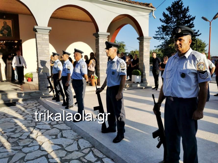khdeia gkamplionhs alexandros 2 - Σπαραγμός στην κηδεία του 25χρονου Τρικαλινού αστυνομικού