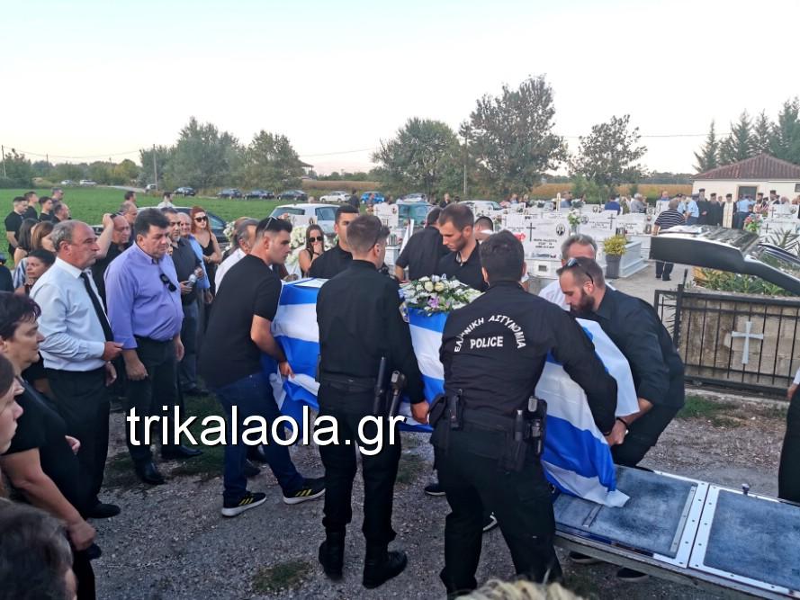 khdeia gkamplionhs alexandros 21 - Σπαραγμός στην κηδεία του 25χρονου Τρικαλινού αστυνομικού