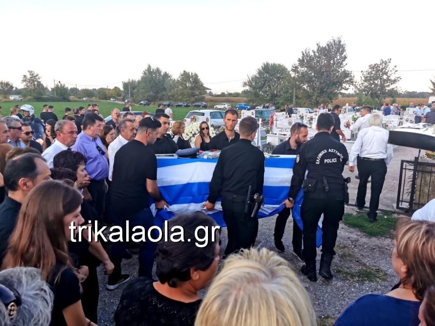 khdeia gkamplionhs alexandros 22 - Σπαραγμός στην κηδεία του 25χρονου Τρικαλινού αστυνομικού
