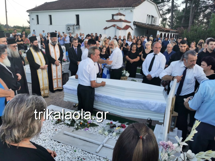 khdeia gkamplionhs alexandros 23 - Σπαραγμός στην κηδεία του 25χρονου Τρικαλινού αστυνομικού