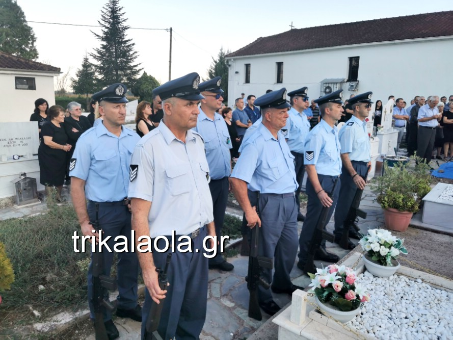 khdeia gkamplionhs alexandros 26 - Σπαραγμός στην κηδεία του 25χρονου Τρικαλινού αστυνομικού