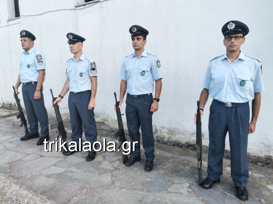 khdeia gkamplionhs alexandros 27 - Σπαραγμός στην κηδεία του 25χρονου Τρικαλινού αστυνομικού