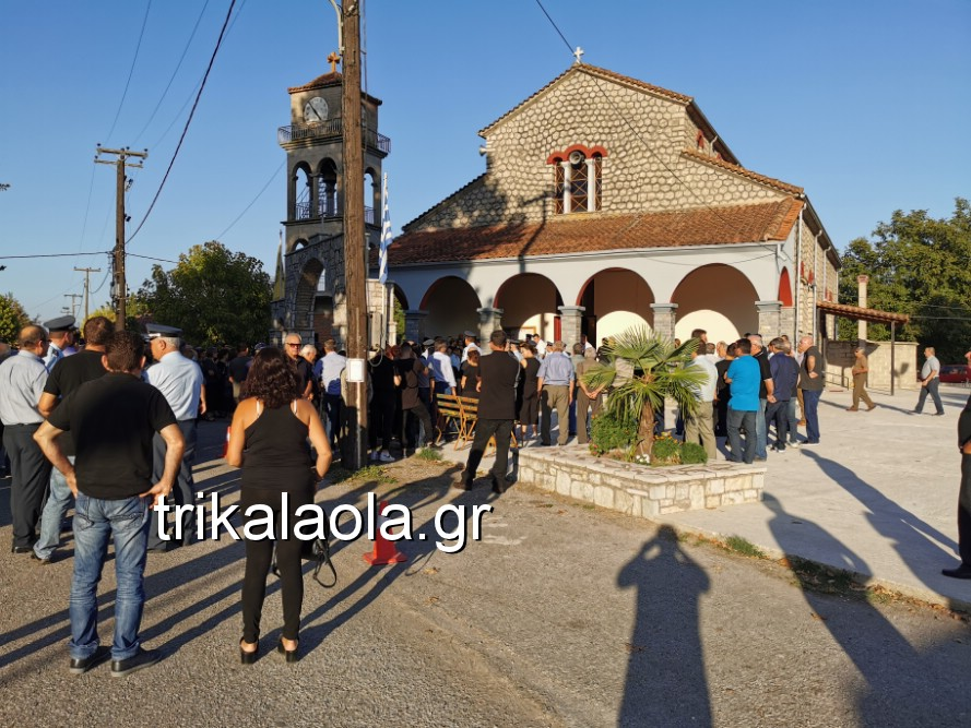 khdeia gkamplionhs alexandros 3 - Σπαραγμός στην κηδεία του 25χρονου Τρικαλινού αστυνομικού