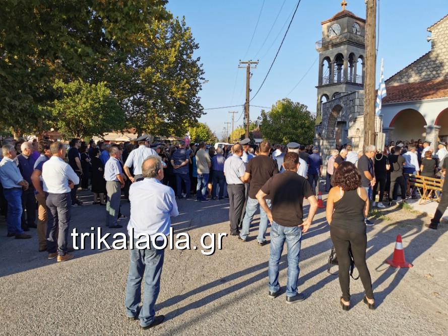 khdeia gkamplionhs alexandros 4 - Σπαραγμός στην κηδεία του 25χρονου Τρικαλινού αστυνομικού