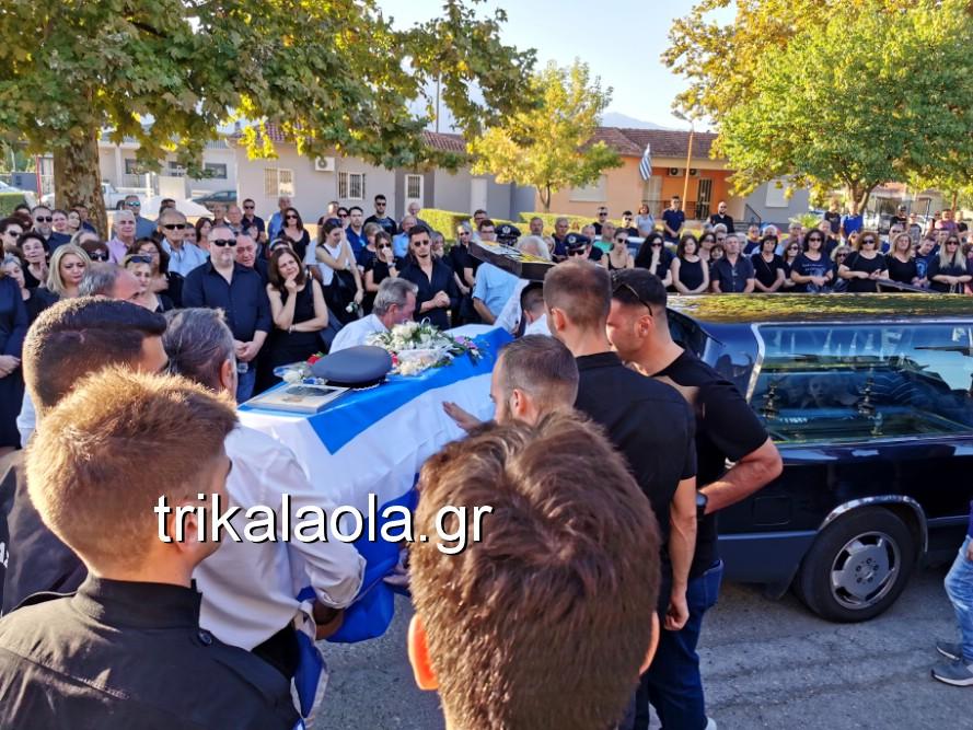 khdeia gkamplionhs alexandros 5 - Σπαραγμός στην κηδεία του 25χρονου Τρικαλινού αστυνομικού
