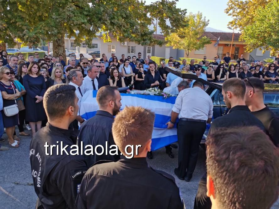 khdeia gkamplionhs alexandros 6 - Σπαραγμός στην κηδεία του 25χρονου Τρικαλινού αστυνομικού