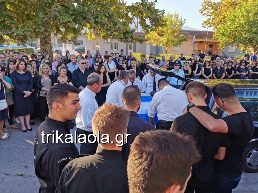 khdeia gkamplionhs alexandros 7 - Σπαραγμός στην κηδεία του 25χρονου Τρικαλινού αστυνομικού