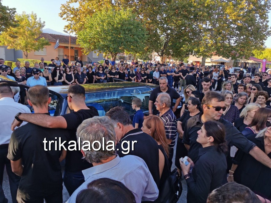 khdeia gkamplionhs alexandros 9 - Σπαραγμός στην κηδεία του 25χρονου Τρικαλινού αστυνομικού